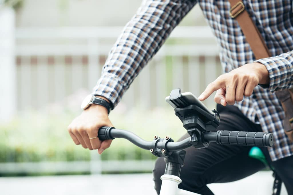 Handyhalterung auf dem Fahrrad im Einsatz