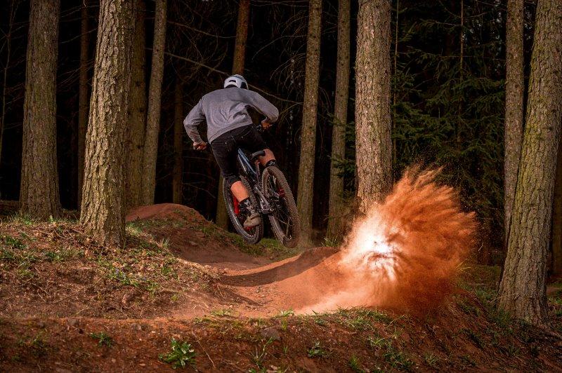 MTb-Reifen im Trail